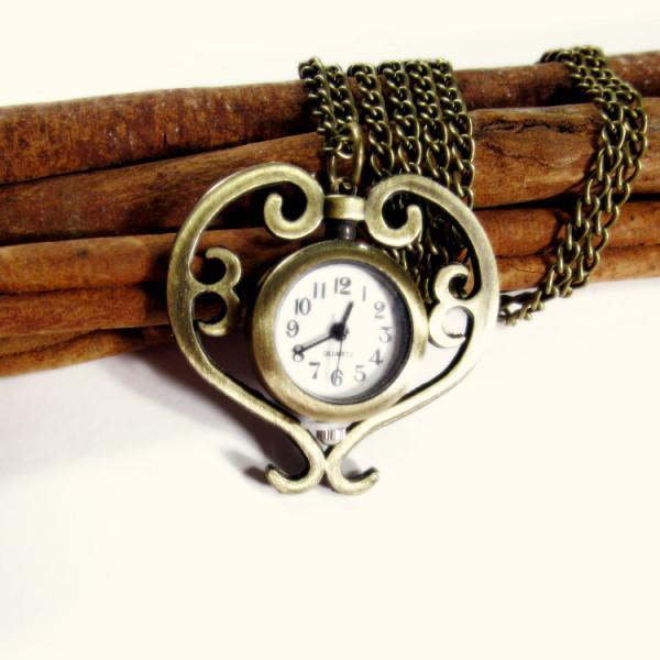 Orologio vintage in cuore con catena, bronzo
